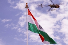 <h5>Naveen Jindal hoisted 100 ft high National Flag at Dras (Kargil) on July 25, 2012, one of the highest altitude points in India</h5>