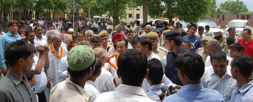 <h5>Naveen Jindal with constituency members</h5>