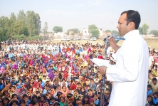 <h5>Naveen Jindal addressing a gathering</h5>