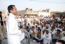 <h5> Naveen Jindal addressing a gathering</h5>