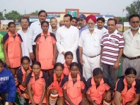<h5>Naveen Jindal with young women sportspersons</h5>