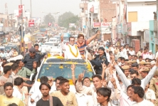 <h5>Election Campaign with Govinda, 2009</h5>